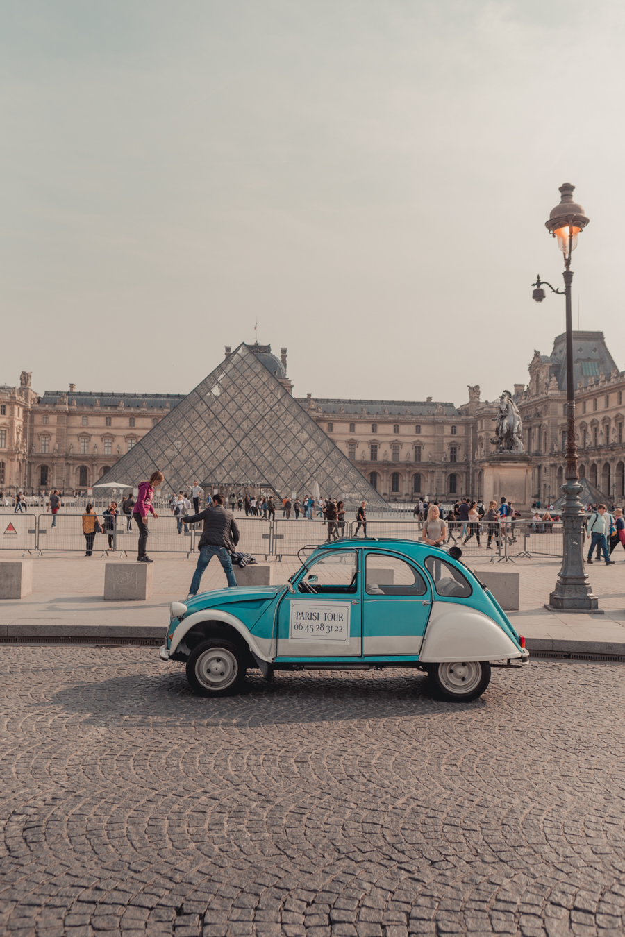 Parisi Tour - Citroen 2CV Paris Tour